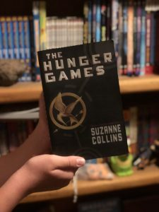 Cover of the Hunger Games showing a mockingjay symbol